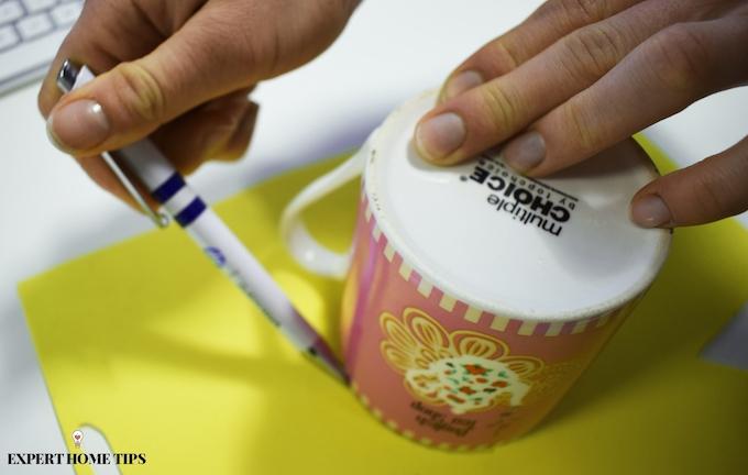 Using a mug to draw circles