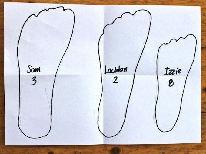 trace kids feet for shoe shopping parent trick
