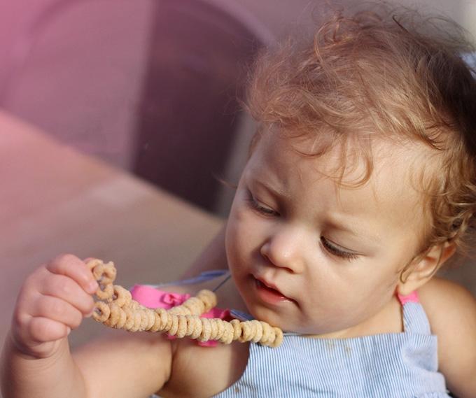 diy cheerios necklace for babies