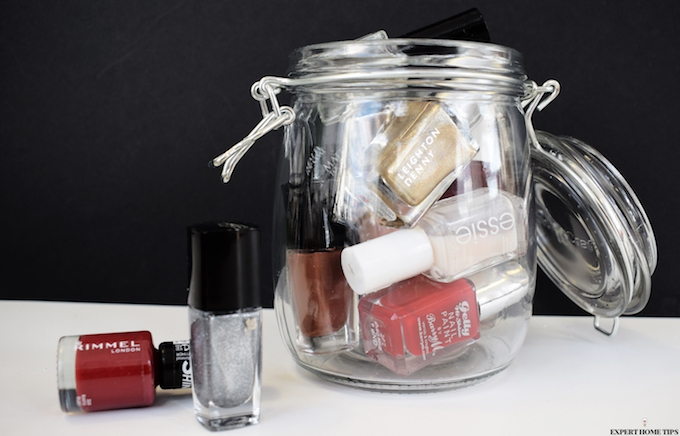 Store nail varnishes in a mason jar
