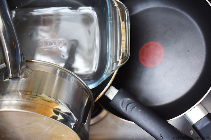 HOW TO CLEAN DIRTY KITCHEN PANS