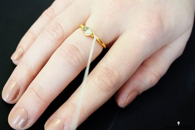 how to remove a ring with dental floss