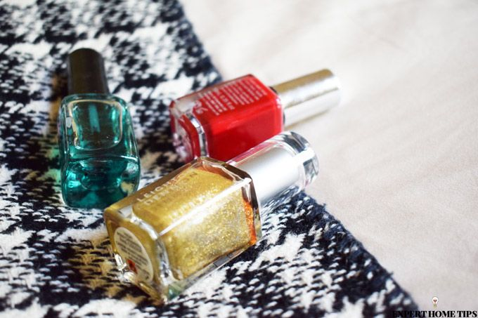 nail varnish red gold green