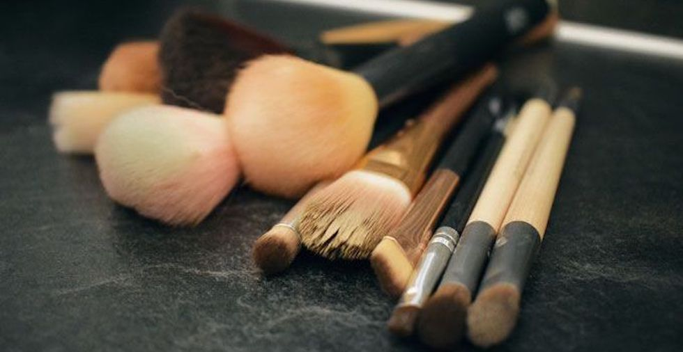 How To Clean Your FILTHY Makeup Brushes: 13 Easy Hacks