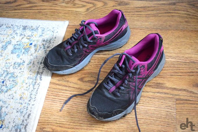 smelly gym shoes